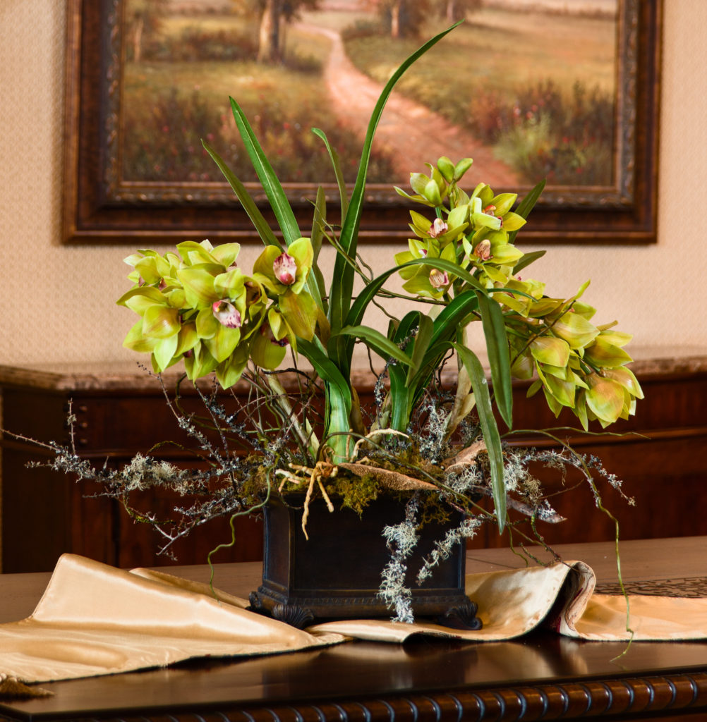 Center piece orchids dinning room_